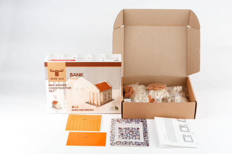 Содержимое упаковки керамического конструктора банк