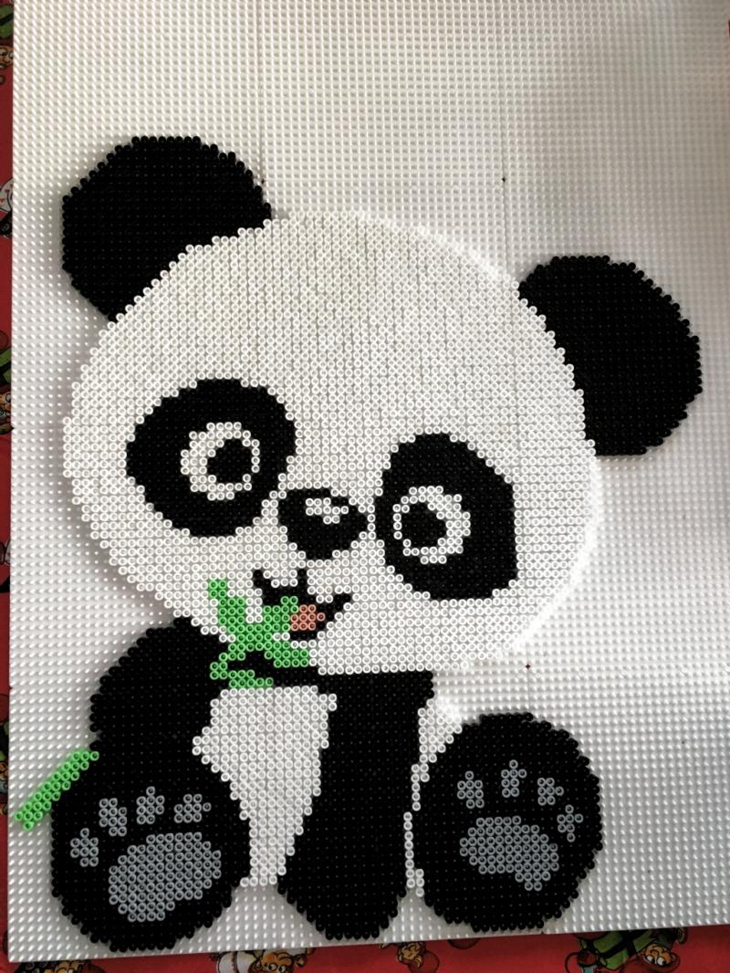 панда из термомозаики
