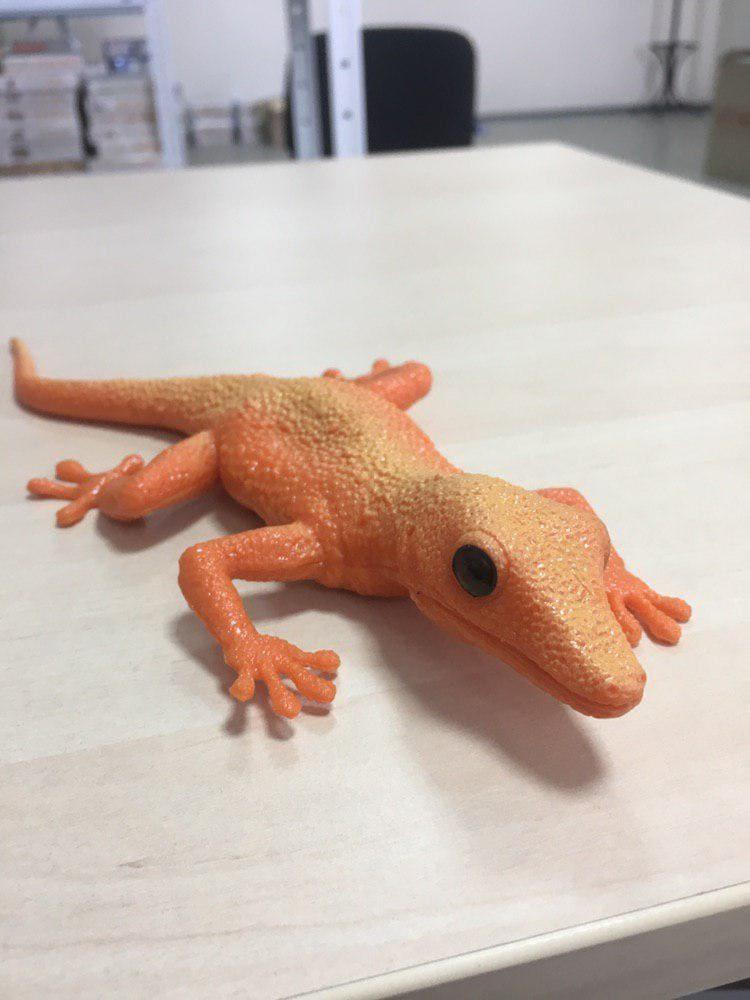 Игрушка антистресс геккон тянучка