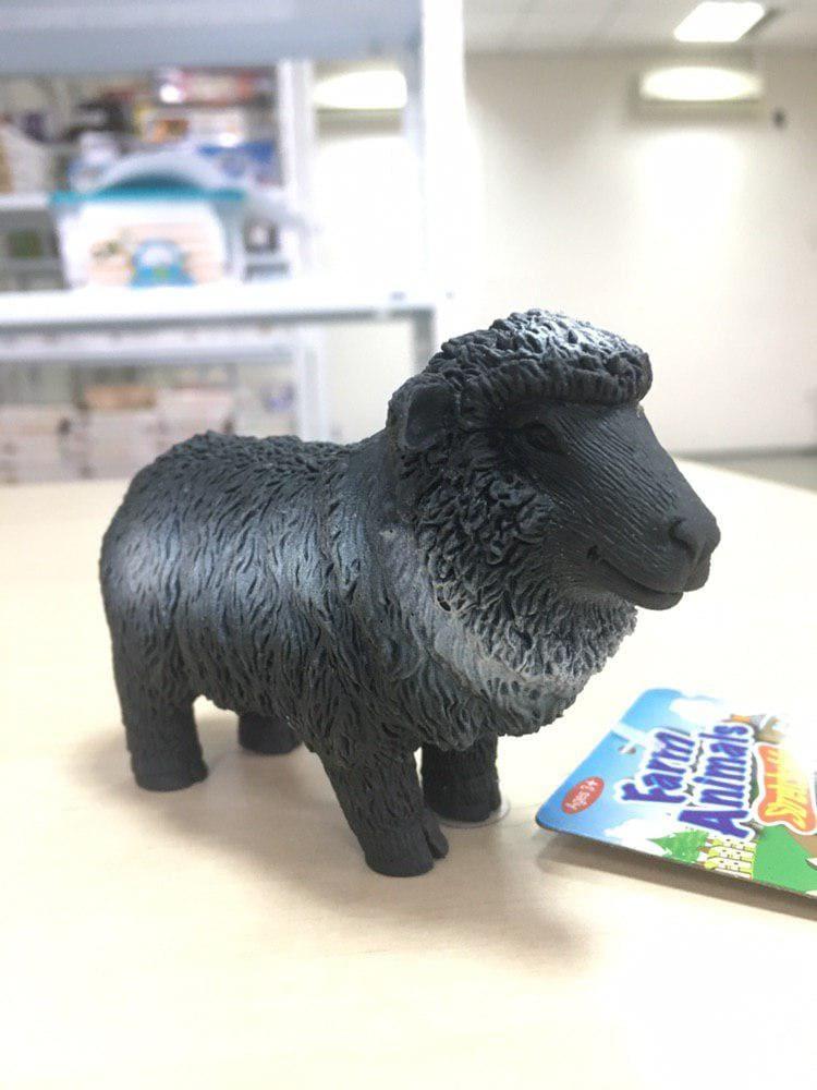 Игрушка антистресс черная овечка