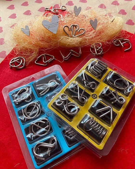 Синий и желтый наборы металлических головоломок
