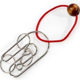 дротова головоломка з червоною мотузкою